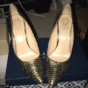 Vince Camuto Black And Gold Heels Sz11